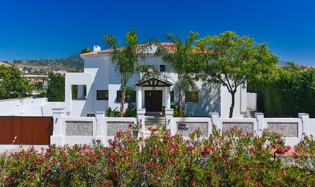 Thumbnail Villa for sale in Los Naranjos Golf, Nueva Andalucia, Malaga