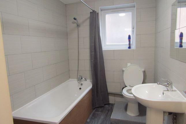 Bathroom of Roman Road, Bow E3