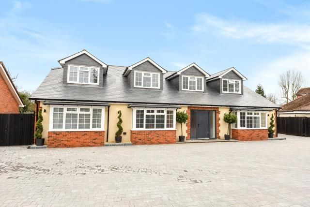 Thumbnail Detached house for sale in Reading Road, Wokingham