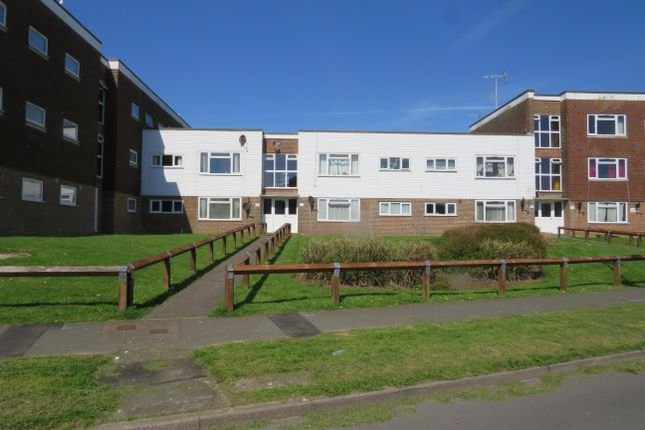 2 bed flat to rent in Balcombe Road, Telscombe Cliffs, Peacehaven
