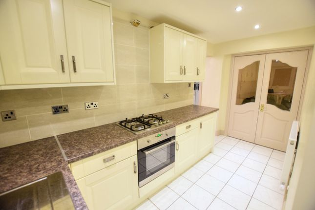 Thumbnail Flat to rent in Balfour Road, Ilford