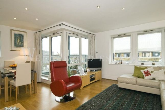 2 bed flat to rent in Warren House, Beckford Close, Kensington, London