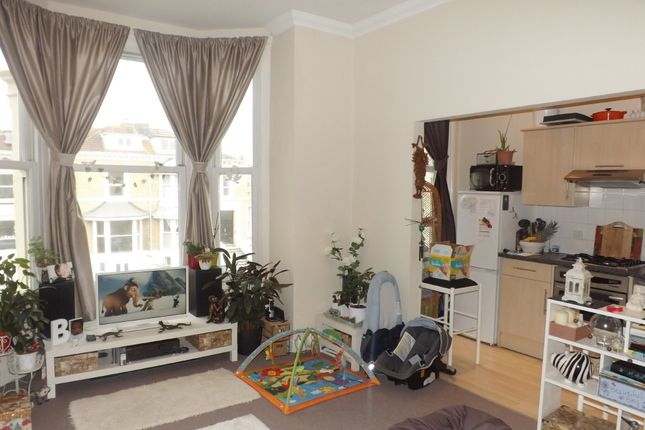 Thumbnail Flat to rent in Granada Road, Southsea