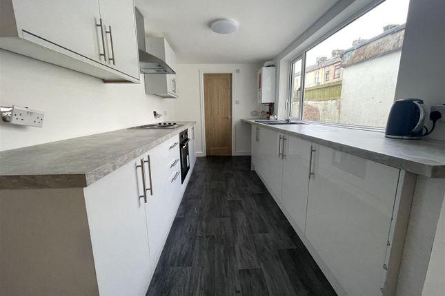 3 bed property to rent in Spring Street, Rishton, Blackburn BB1