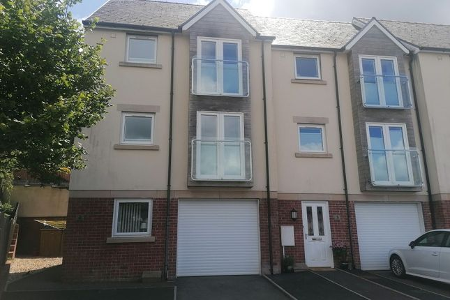 2 bed town house to rent in Clos Gwenallt, Alltwen, Pontardawe, Neath And Port Talbot. SA8