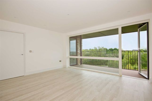 Thumbnail Flat to rent in Lakeside Drive, London