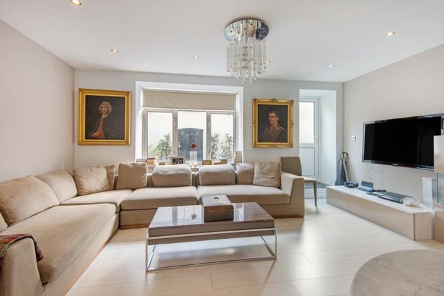 2 bed flat to rent in Sussex Place, London