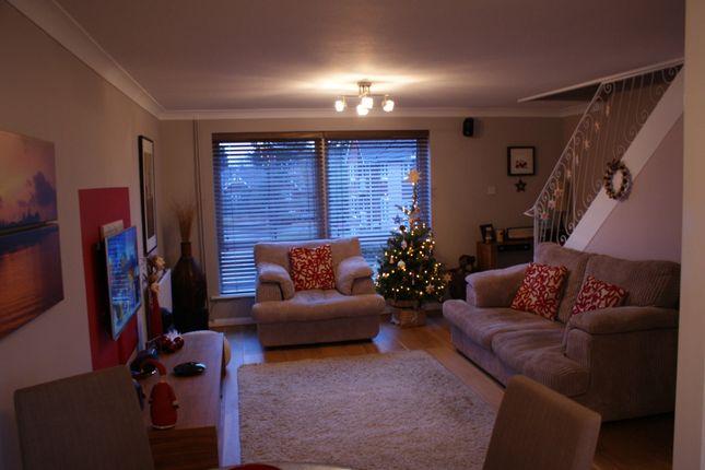 Thumbnail Maisonette to rent in Fernley Court, Maidenhead, Berkshire