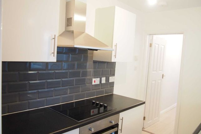 3 bed terraced house to rent in West End Road, High Wycombe HP11
