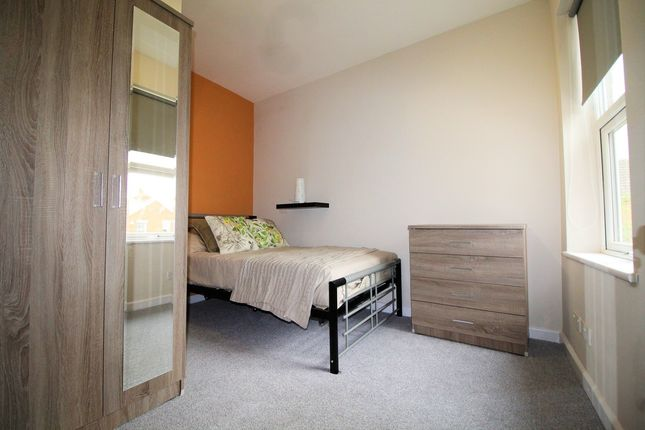 Thumbnail Room to rent in Queensland Avenue, Coventry