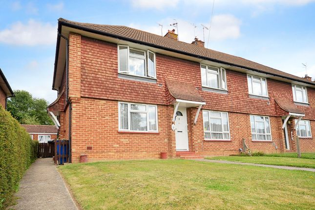 2 bed flat for sale in Horley, Surrey