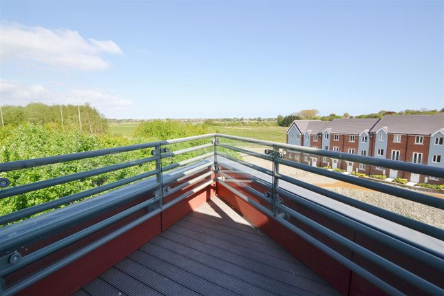 Thumbnail Flat for sale in Weavers Close, Rodmill, Eastbourne