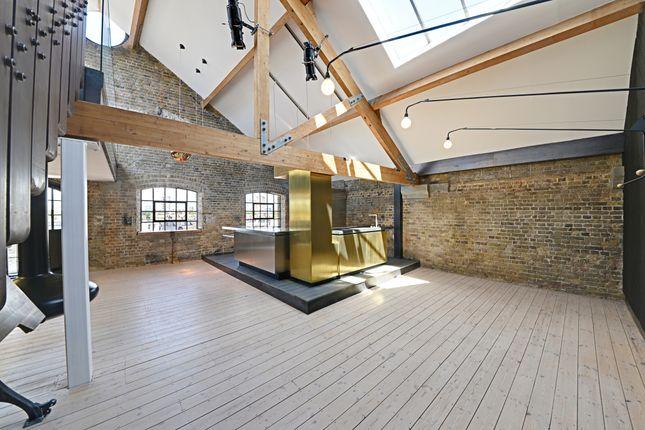 Flat to rent in Metropolitan Wharf, Wapping Wall, London