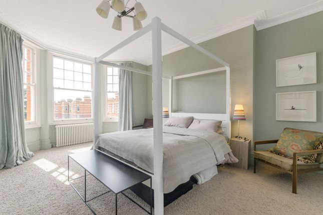Thumbnail Flat for sale in Sutton Court, Grove Park