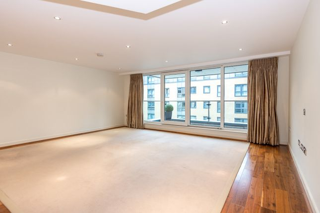 2 bed flat to rent in The Boulevard, Fulham