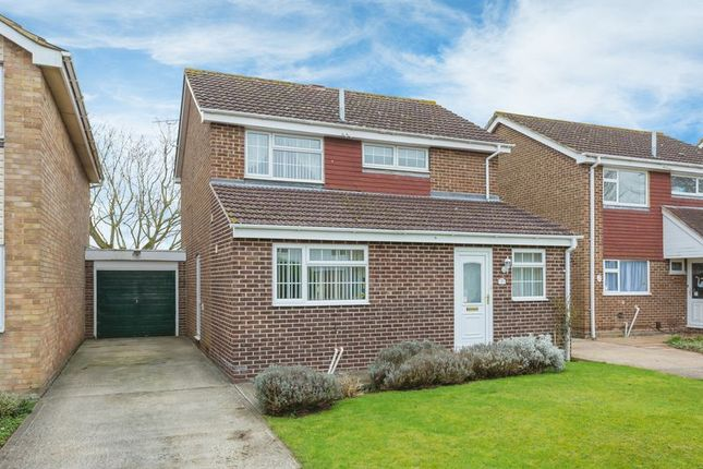 Thumbnail Detached house for sale in Fairfield Close, Grove, Wantage