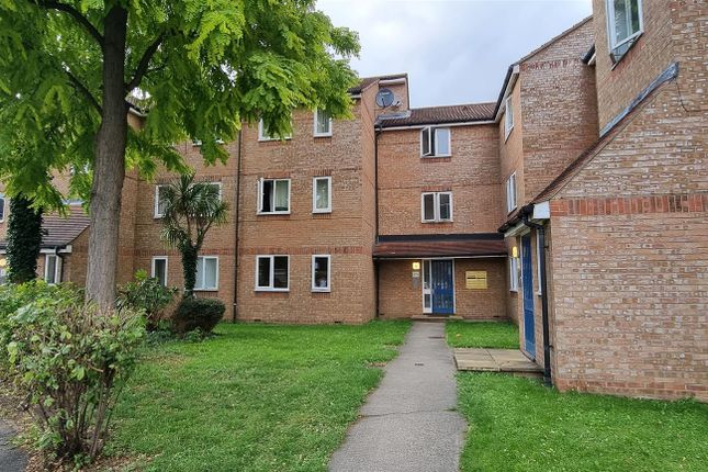 Thumbnail Studio to rent in Cherry Blossom Close, Palmers Green