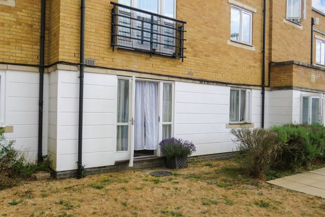 Thumbnail Flat for sale in Wander Wharf, Kings Langley