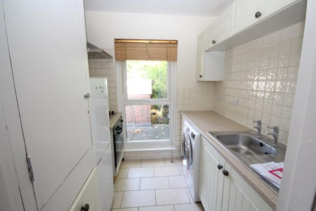 Thumbnail Flat to rent in Canons Drive, Edgware, Middlesex