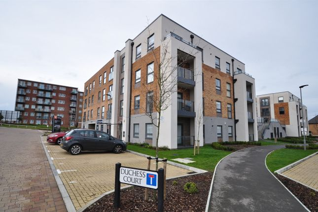 Thumbnail Flat for sale in Duchess Court, Welwyn Garden City, Hertfordshire