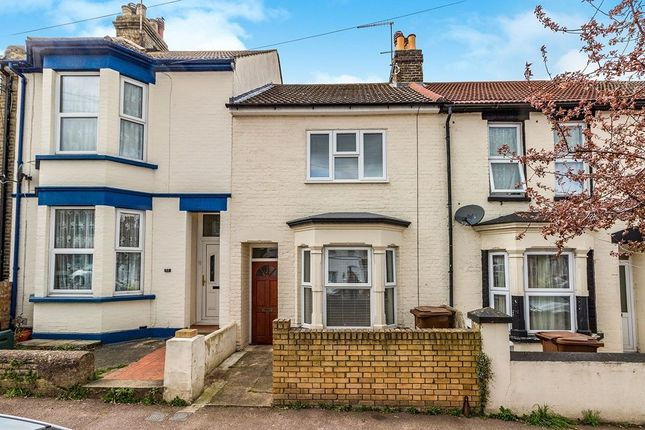 Thumbnail Terraced house to rent in College Avenue, Gillingham