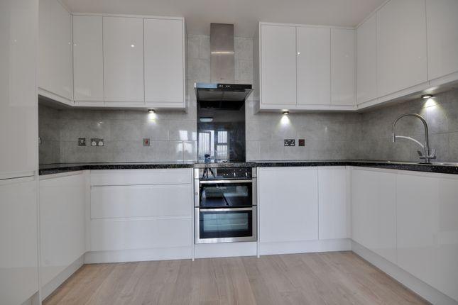 2 bed flat to rent in Bridge Court, Stanley Road, Harrow, Middlesex HA2