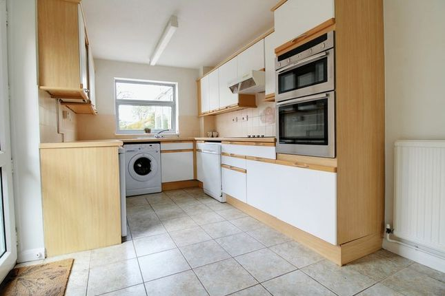 Thumbnail Bungalow to rent in Baskerville Road, Sonning Common, Reading