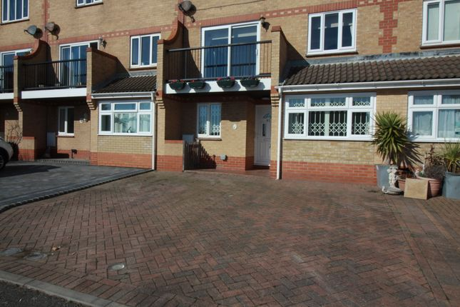 Thumbnail Terraced house to rent in Hastings Avenue, Clacton-On-Sea