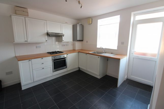 Thumbnail Property to rent in Ground Floor Flat, Lower Cliff Road, Gorleston-On-Sea, Gt Yarmouth