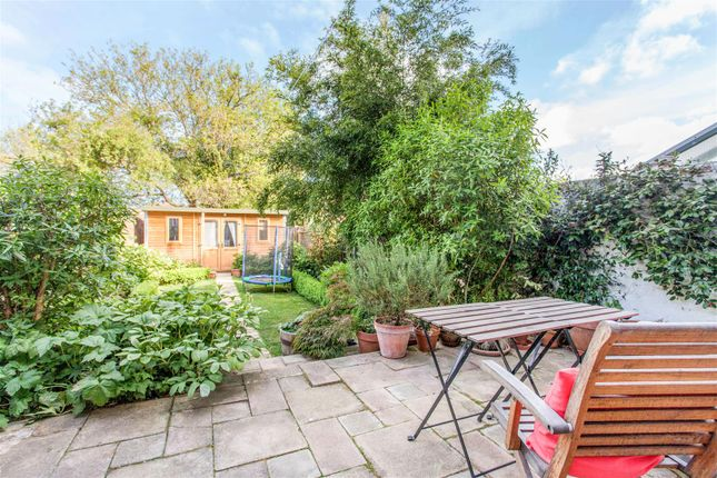 4 bed property for sale in Marina Avenue, Motspur Park