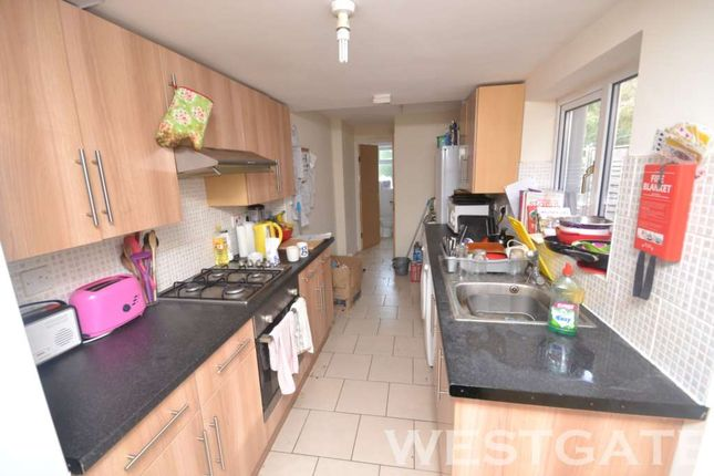 6 bed terraced house to rent in Blenheim Road, Reading