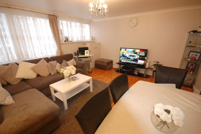 Thumbnail Flat to rent in Navestock Crescent, Woodford