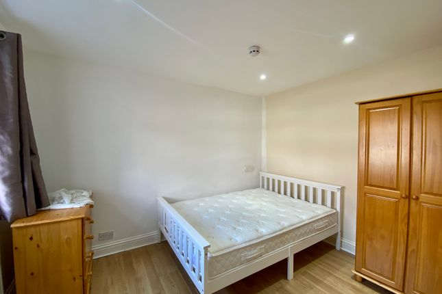 2 bed shared accommodation to rent in Roxeth Green Avenue, Harrow HA2