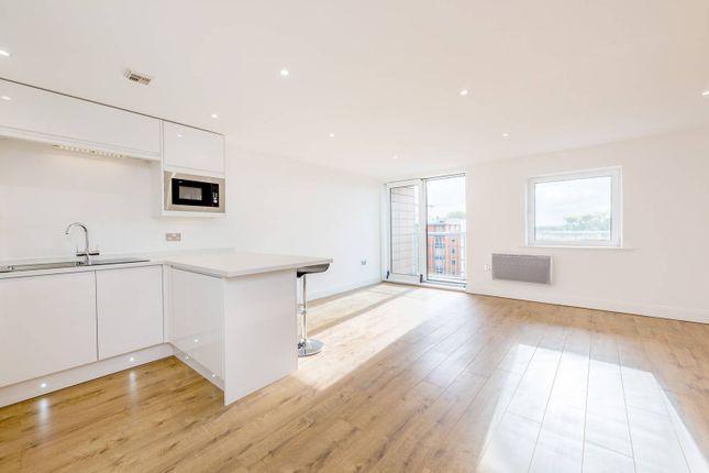 Thumbnail Flat to rent in Holland Gardens, Kew Bridge, Brentford