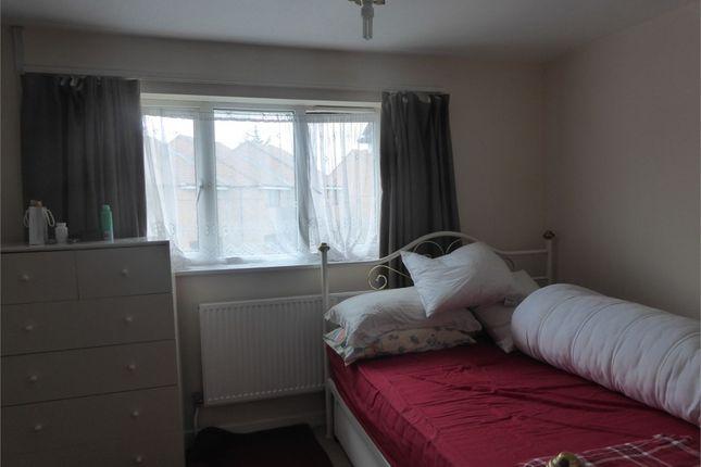 Room to rent in Towpath Way, Croydon, Surrey