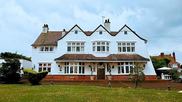 Thumbnail Property for sale in Second Avenue, Frinton On Sea