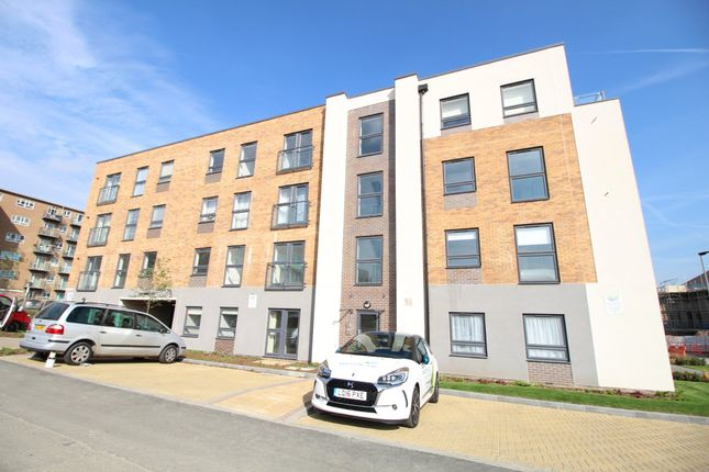 Thumbnail Flat to rent in Princes Avenue, Welwyn Garden City