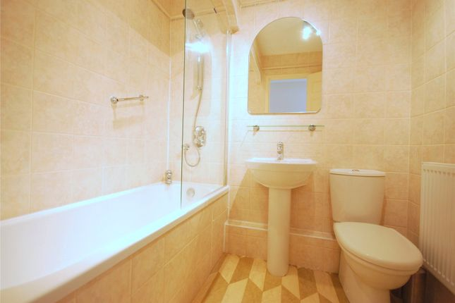 Main Bathroom of Whiteadder Way, London E14
