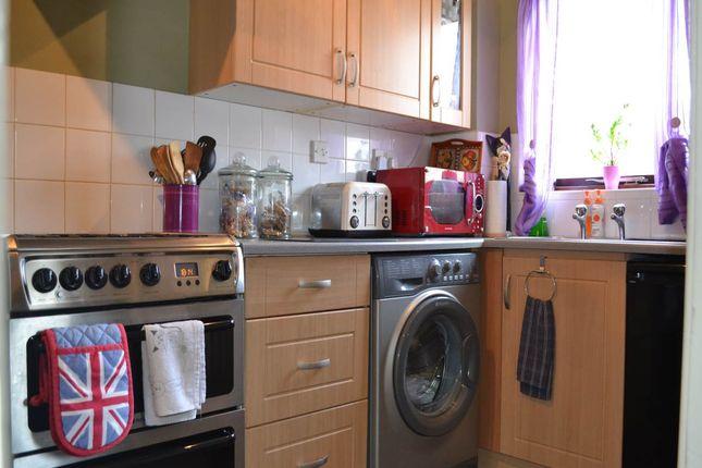 Thumbnail Property to rent in Robertson Close, Newbury, Berkshire