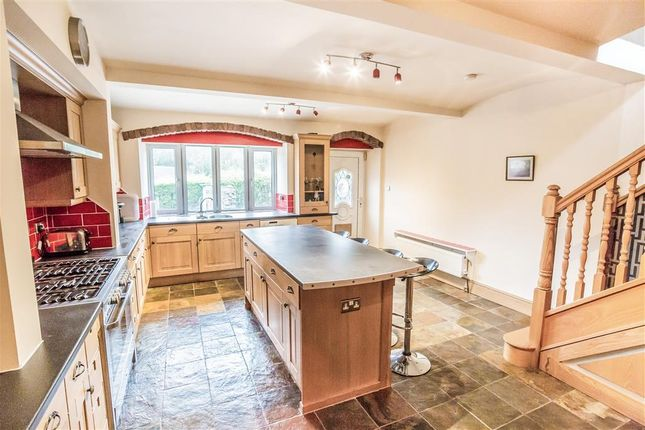 3 bed property to rent in Birchencliffe Hill Road, Huddersfield