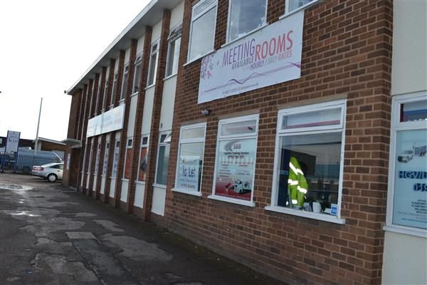 Thumbnail Office to let in Planetary Road, Willenhall, Wolverhampton