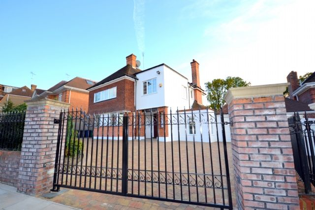 Thumbnail Detached house to rent in Hendon Avenue, Finchley Central, Finchley, London