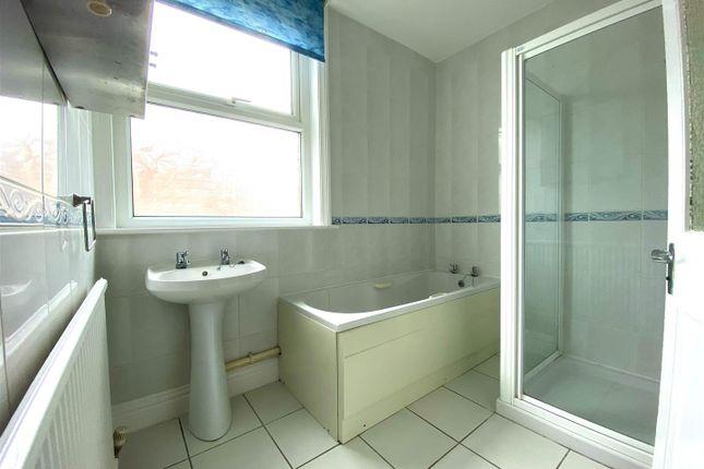 Bathroom of Kirby Road, Portsmouth PO2