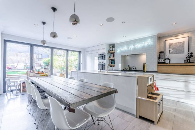 Thumbnail Terraced house to rent in Colvestone Crescent, Dalston