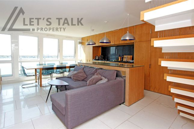 Flat to rent in Woodchester Square, London