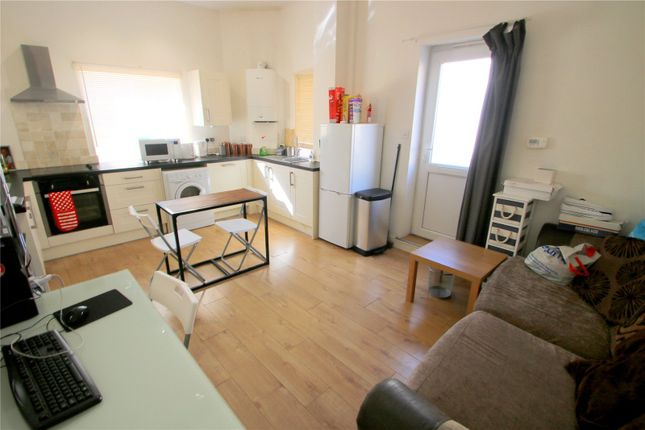 Thumbnail Flat to rent in St Johns Lane, Bedminster, Bristol