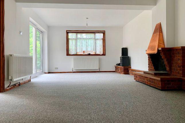 Thumbnail Terraced house to rent in Ridgeside, Crawley
