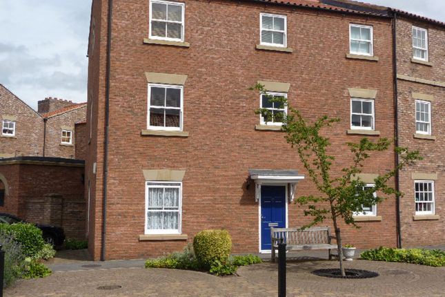Thumbnail Flat to rent in 28 Wilkinsons Court, Easingwold, York