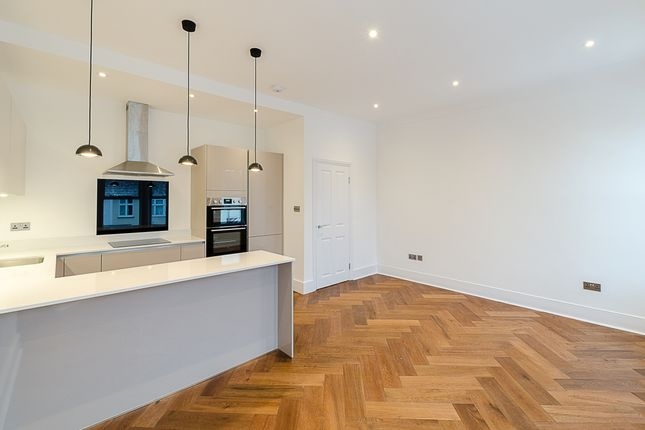 Thumbnail Flat to rent in Maplestead Road, London