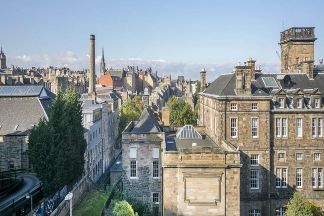 2 bed flat to rent in Drummond Street, New Town, Edinburgh EH8